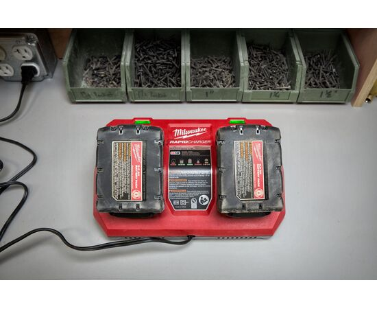 Быстрое зарядное устройство на два порта Milwaukee M18 DFC - 4932472073, фото , изображение 17