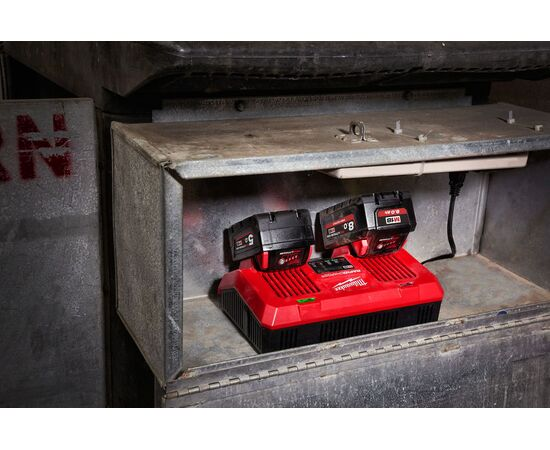 Быстрое зарядное устройство на два порта Milwaukee M18 DFC - 4932472074, фото , изображение 18