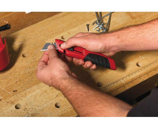 Выдвижной многофункциональный нож Milwaukee SLIDING UTILITY KNIFE с отсеком для хранения лезвий - 48221910, фото , изображение 2